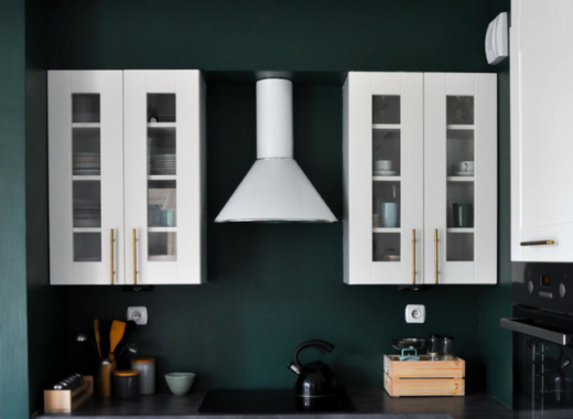 jak pomalować lakobel tikkurila białe szafki kuchenne butekowa zieleń na ścianach