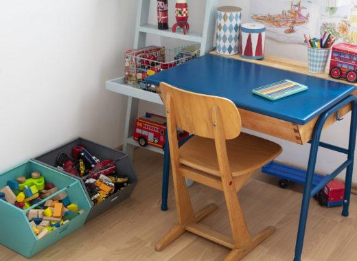 ławka szkolna w pokoju dziecięcym