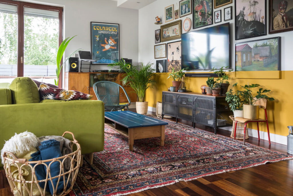 spójrz-na-swój-dom_salon_żółta-lamperia