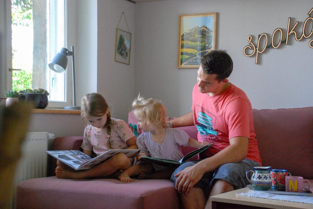 pokój-spokój tata z córkami